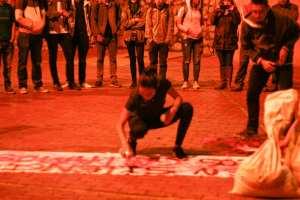 O hacen silencio o los callamos y que? performance Julie Pichavant IV Festival Internacional de Arte Pensamiento Pedagógico Contemporáneo- Festival Internacional de Arte Contemporáneo de Manizales-Universidad Bellas Artes de Caldas - Colombia